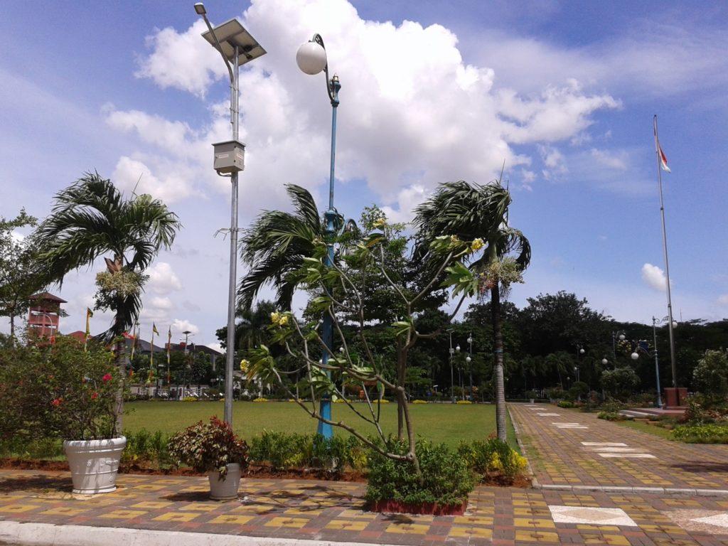 solar-panel-penerangan-jalan-umum-pju-kalimantan